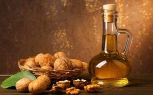 Смесь из меда и орехов полезно употреблять для нормализации работы щитовидки