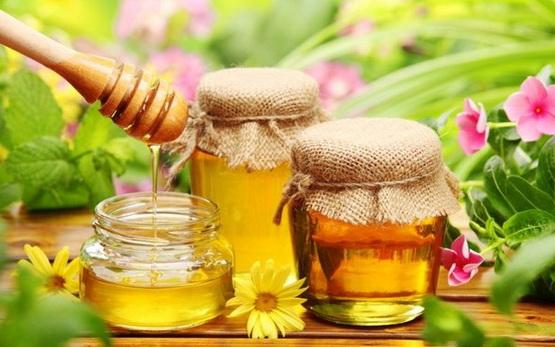 Употребляемый мед делает вкус молока сладковатым
