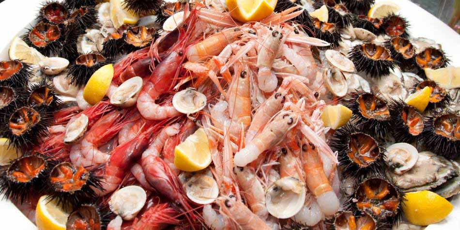 Чтобы не допустить появление узлов в щитовидной железе, необходимо употреблять достаточное количество морепродуктов