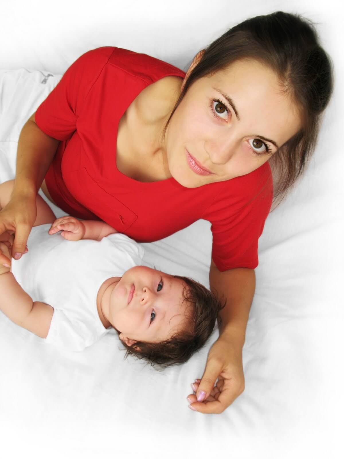 Женщины с силиконовой грудью могут кормить своих малышей