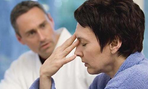 При увеличении щитовидки у пациентов появляется хроническая усталость