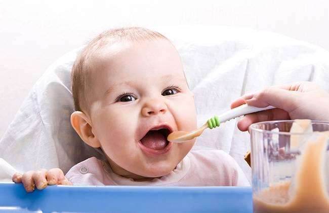 Вводить прикорм можно только в том случае, если ребенок абсолютно здоров