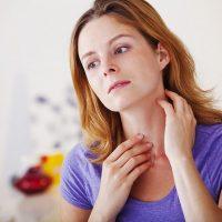 При проблемах в работе щитовидки нарушается общее состояние организма