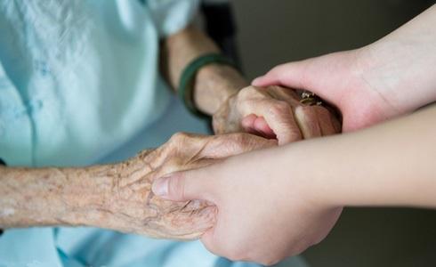 Чем старше становится женщина, тем выше становится риск формирования онкологии