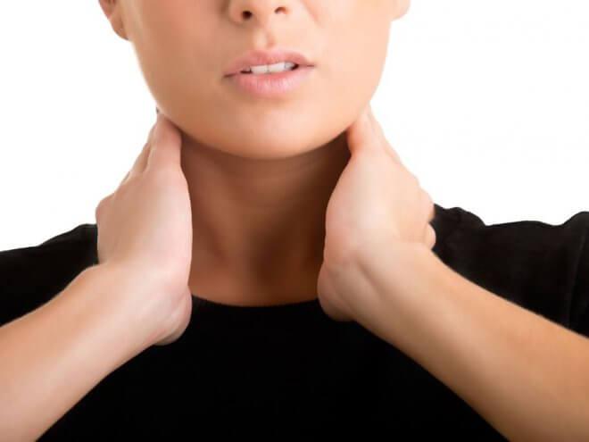 Причинами заболевания могут стать новообразования в щитовидной железе