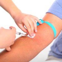 Анализ крови назначается при подозрениях на нарушения в работе щитовидной железы