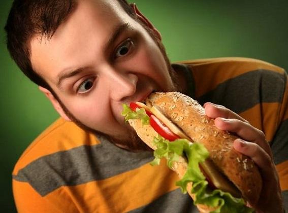 Гинекомастия развивается в результате неправильного питания
