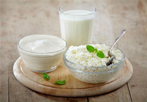 В рацион можно включать обезжиренные кисломолочные продукты