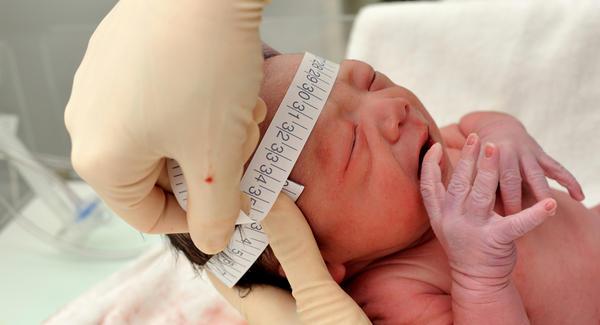 Если гипотиреоз диагностирован сразу после рождения, прогноз благоприятный