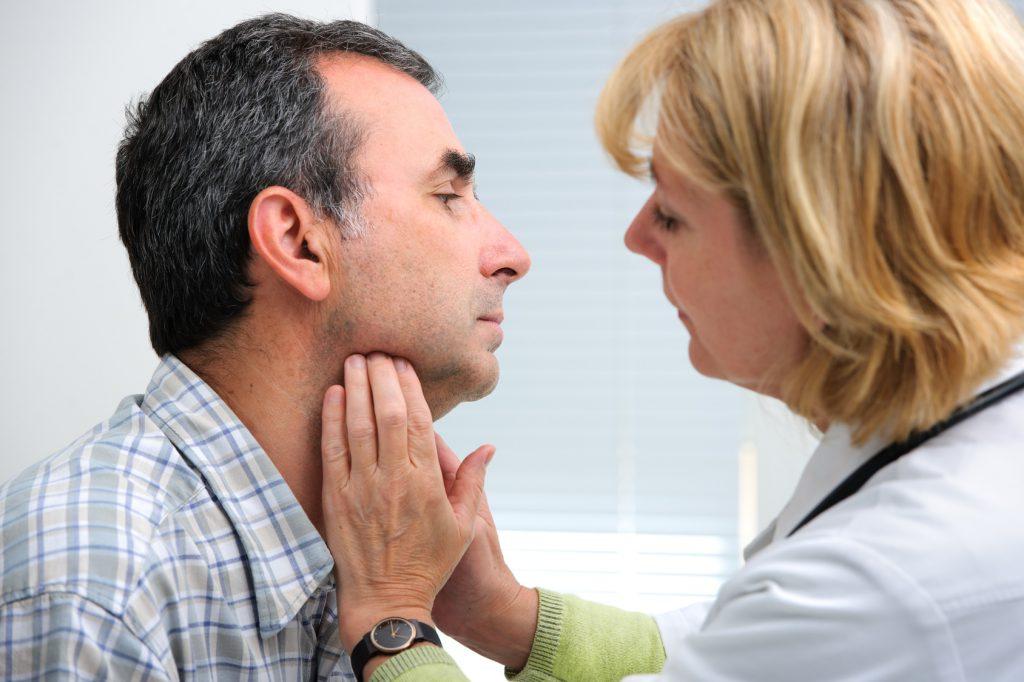 Для диагностики врач проводит пальпацию, а затем направляет пациента на УЗИ