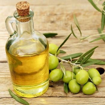 Разогретое в руках оливковое масло помогает при вазоспазмах