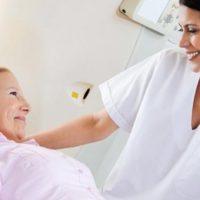 Перед проведением операции женщина проходит комплексное обследование