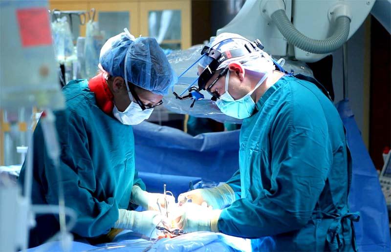 Воспаление щитовидной железы лечится путем хирургического вмешательства