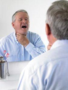 В ходе операции на щитовидной железе могут быть повреждены голосовые связки