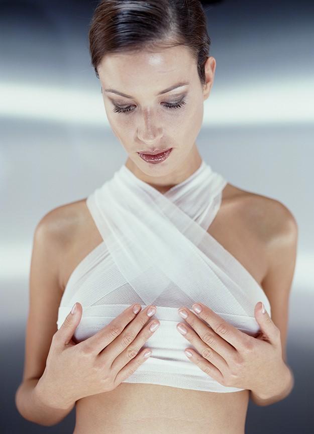 После операции у женщин появляются боли в области груди и шеи