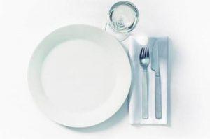 В день проведения операции нужно отказаться от еды