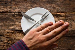 Перед проведением УЗИ предстательной железы мужчине следует отказаться от еды