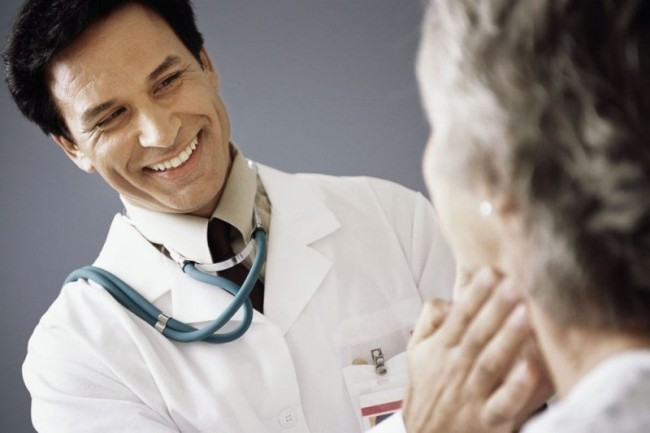 Определить степень увеличения щитовидной железы врач сможет при пальпации