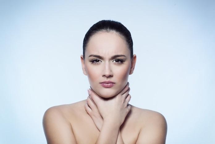 Перенесенная ангина - одна из вероятный причин образования диффузного зоба