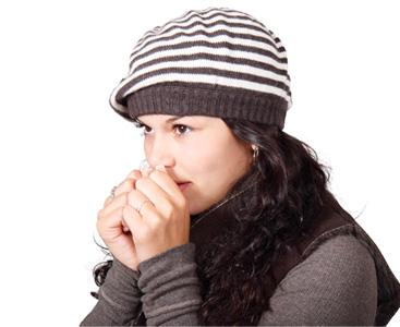 Переохлаждение организма провоцирует спазм сосудов, в результате которого появляются узлы в щитовидке