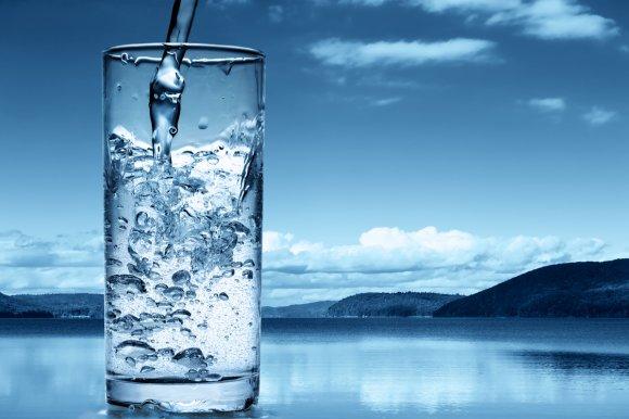 Необходимо потреблять не менее 1,5-2 л воды в день