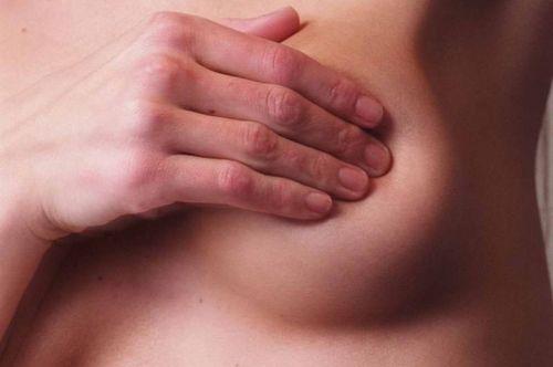 Боль в груди связана с гормональной перестройкой организма