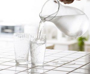 Перед проведением УЗИ простаты нужно выпить воды для наполнения мочевого пузыря