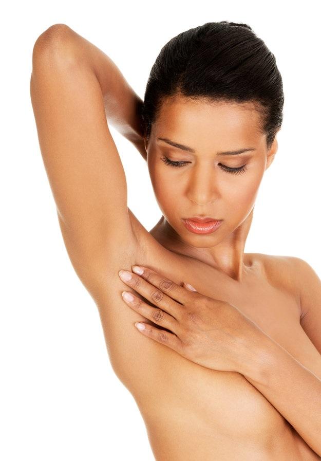 При пальпации можно заметить увеличение подмышечного лимфоузла