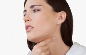 При нетоксической форме зоба появляется чувство кома в горле