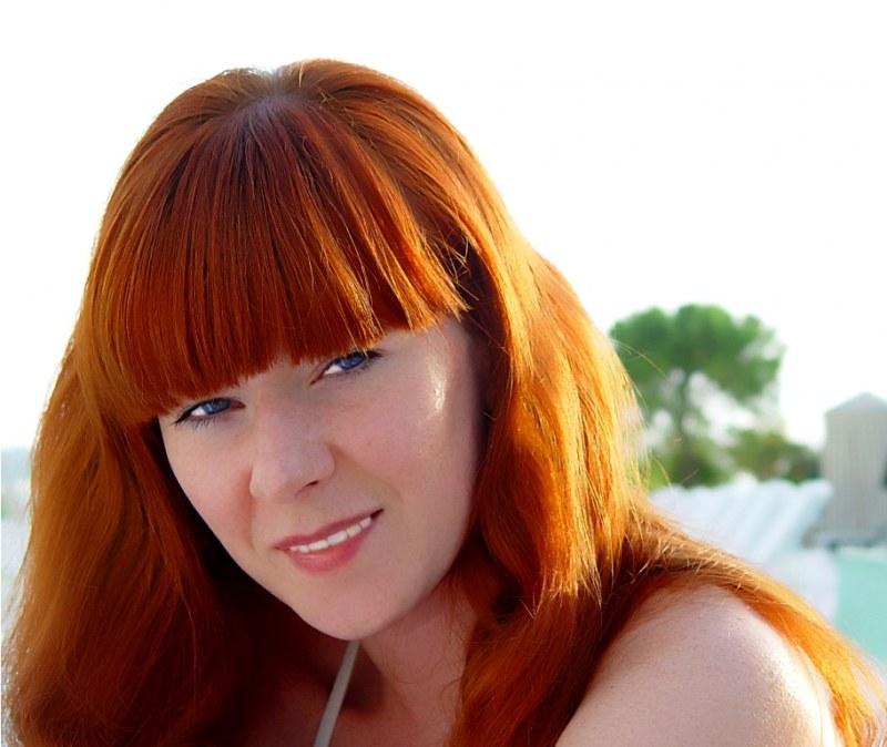 Красить волосы можно натуральными красителями, например, хной