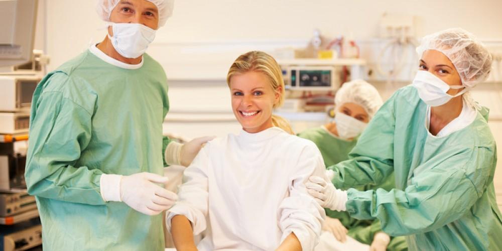 В послеоперационном периоде врачи наблюдают за артериальным давлением, ритмом сердца и другими показателями