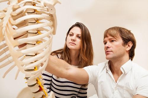 Некоторые травмы возникают косвенно, при повреждениях грудной клетки