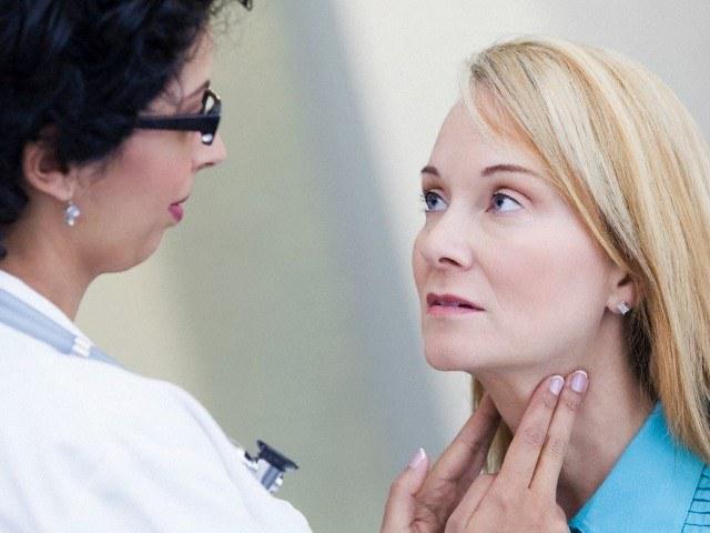 У пациентов появляются небольшие опухоли на шее
