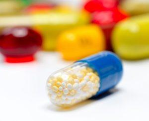 Брови могут выпадать при употреблении лекарств низкого качества