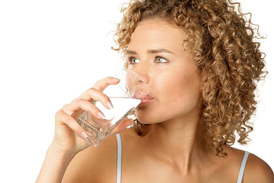 При цистите необходимо пить много жидкости