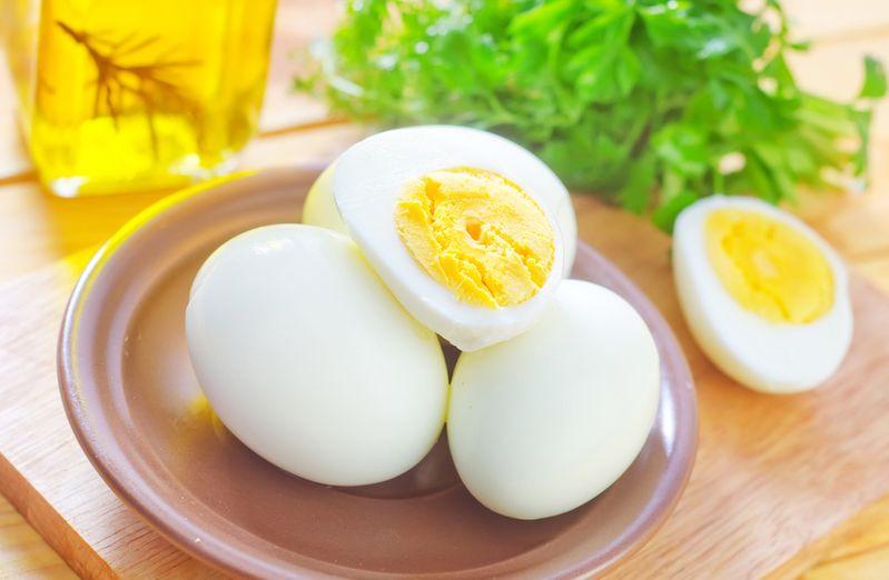 При лактации можно употреблять только отваренные вкрутую яйца