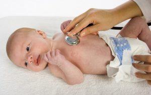 При врожденном гипотиреозе у ребенка длительное время наблюдается желтуха