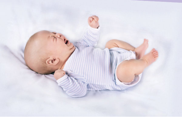При запоре ребенок капризничает и поджимает ножки