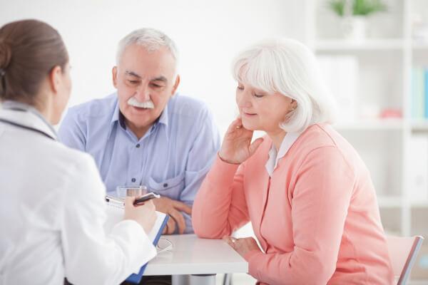 Большее число заболевших женщин находится в возрастном промежутке между 40 и 60 годами