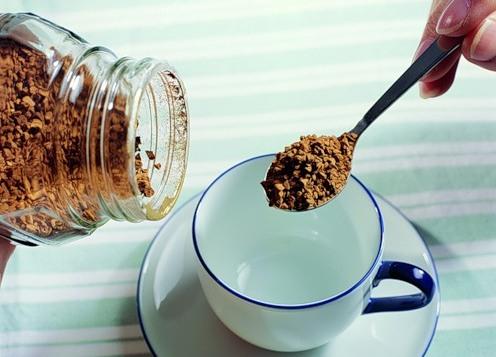 Желая завершить лактацию, можно пить растворимый кофе