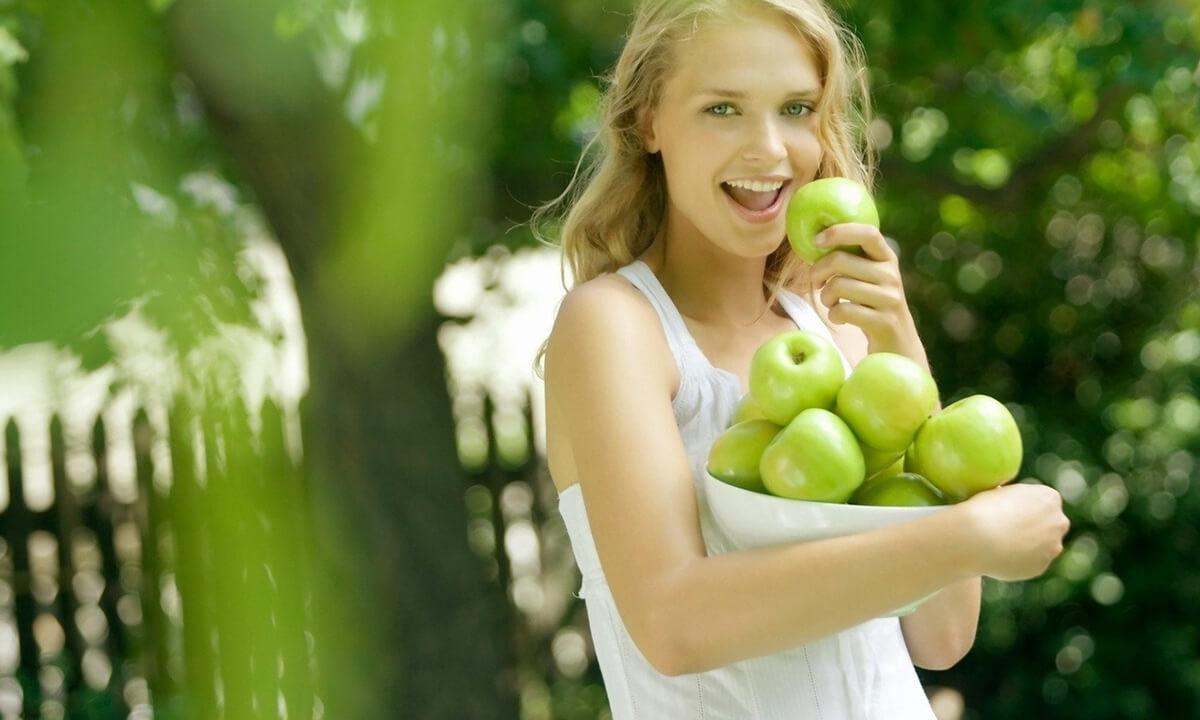 В разгрузочные дни кормящая мама может кушать фрукты