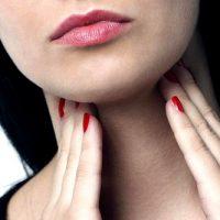 При аутоиммунном тиреоидите щитовидная железа отторгается организмом как чужеродное тело