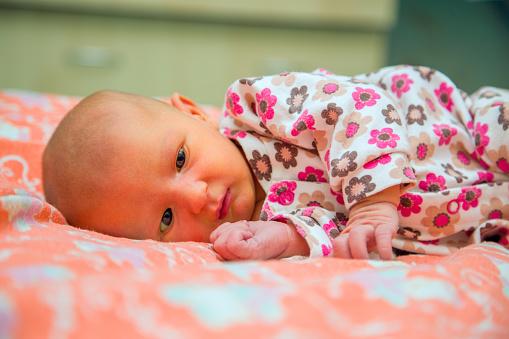 При  несвоевременном лечении у ребенка появляется мышечная слабость и отставание в развитии