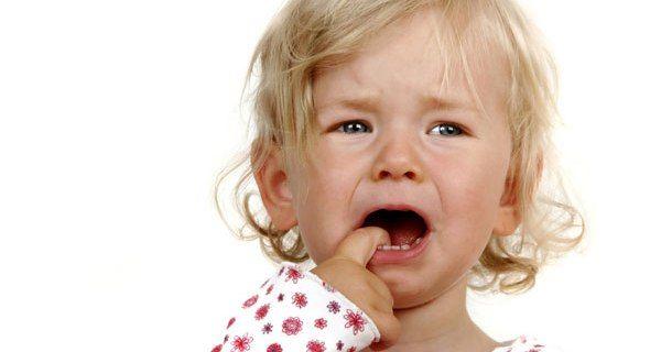 Малыш может закатывать истерики, требуя грудь