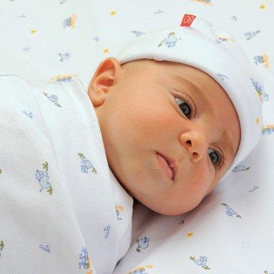 У новорожденных может увеличиться грудь