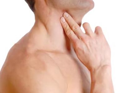 При появлении подозрительных симптомов необходимо провести самодиагностику щитовидки