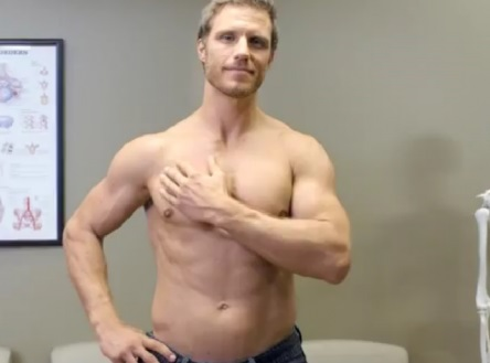 Мужчина может обнаружить уплотнение в груди