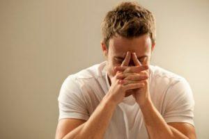На фоне хронического простатита у мужчины появляются психические проблемы