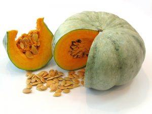 Для лечения простатита семечки тыквы можно употреблять внутрь