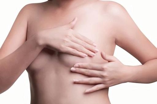 При гиперплазии могут прощупываться шарики и узлы в груди